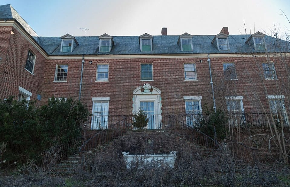 The mysterious case of the abandoned NYC mansion | KiwiReport