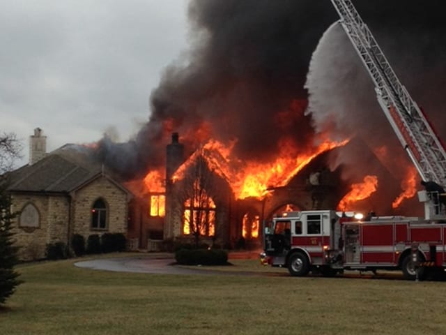 wcpo-mansion-on-fire_1389394266392_1991195_ver1.0_640_480