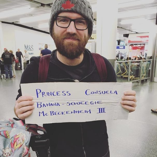 The funniest airport 'welcome home' signs | KiwiReport